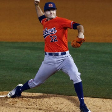 Auburn beats Florida 3-2 on walk-off single, evens series
