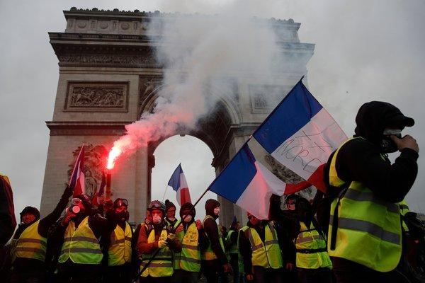 'Gilets Jaunes' mount worst Parisian riots in a decade over fuel taxes