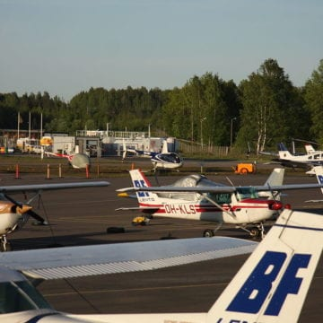 Plane makes emergency landing on Alabama highway