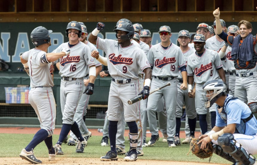 Auburn beats UNC 14-7 to return to College World Series