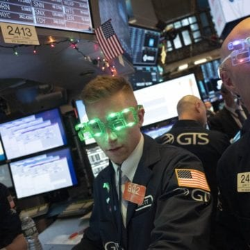 Stocks close out best year since 2013; S&P 500 soars 28.9%