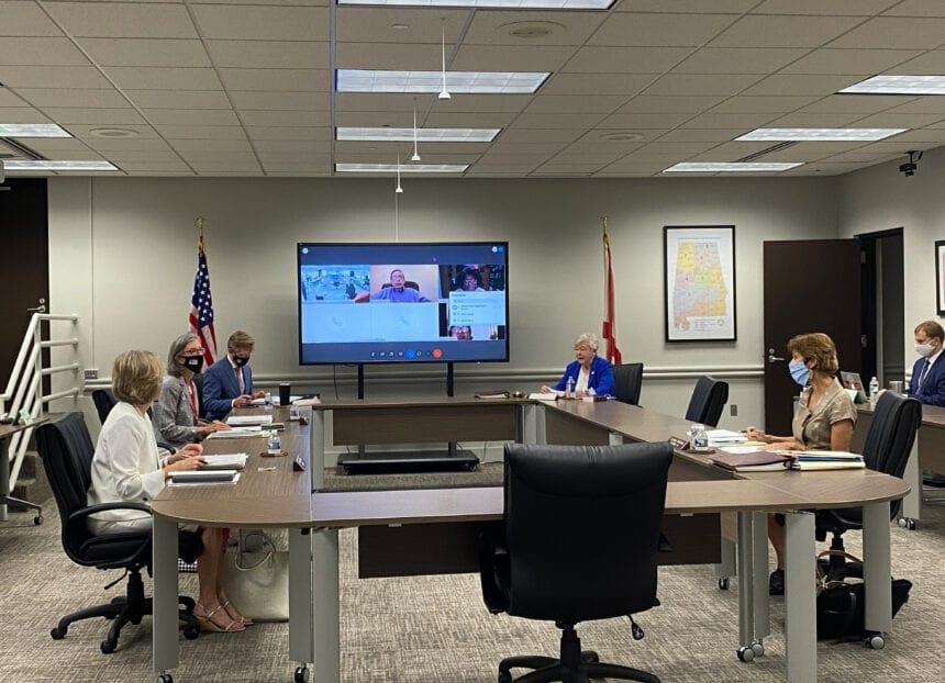 Some schools experience 'glitches' in virtual learning as school starts, Mackey says