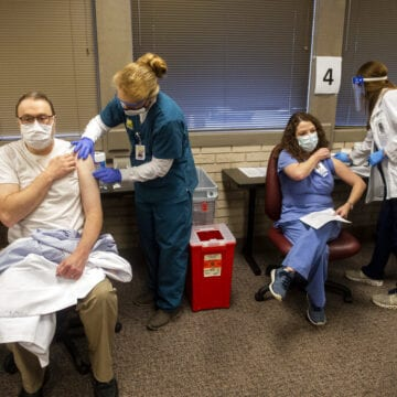 US experts debate: Who should be next in line for vaccine?
