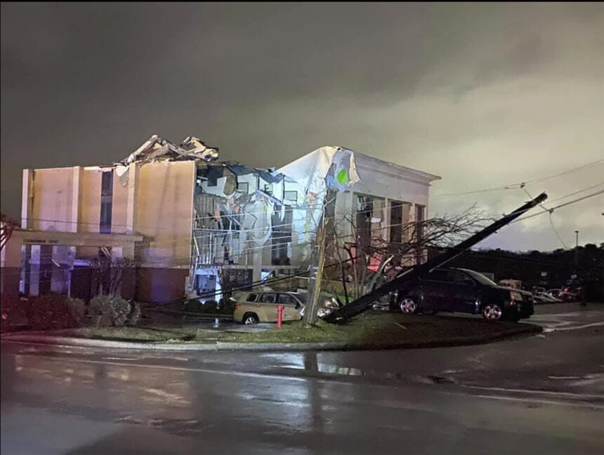 1 dead, at least 17 injured after tornado rips Alabama town